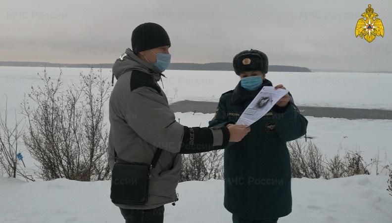 Инспекторы ГИМС МЧС России предостерегают граждан от выхода на лед (видео)