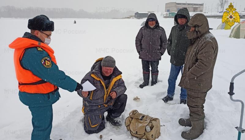 МЧС России предупреждает – выход на тонкий лед опасен для жизни